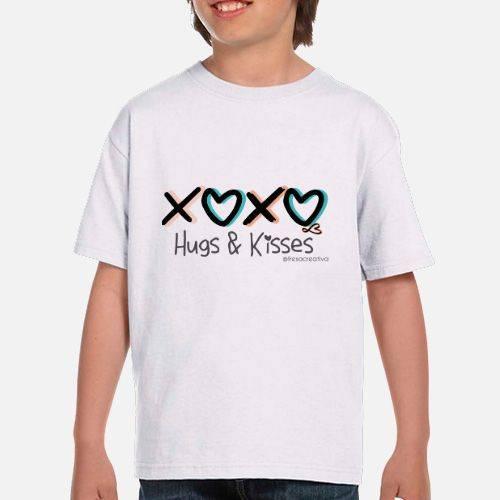 https://media2.positivos.com/111890-thickbox/camiseta-chica-hugs-kisses.jpg